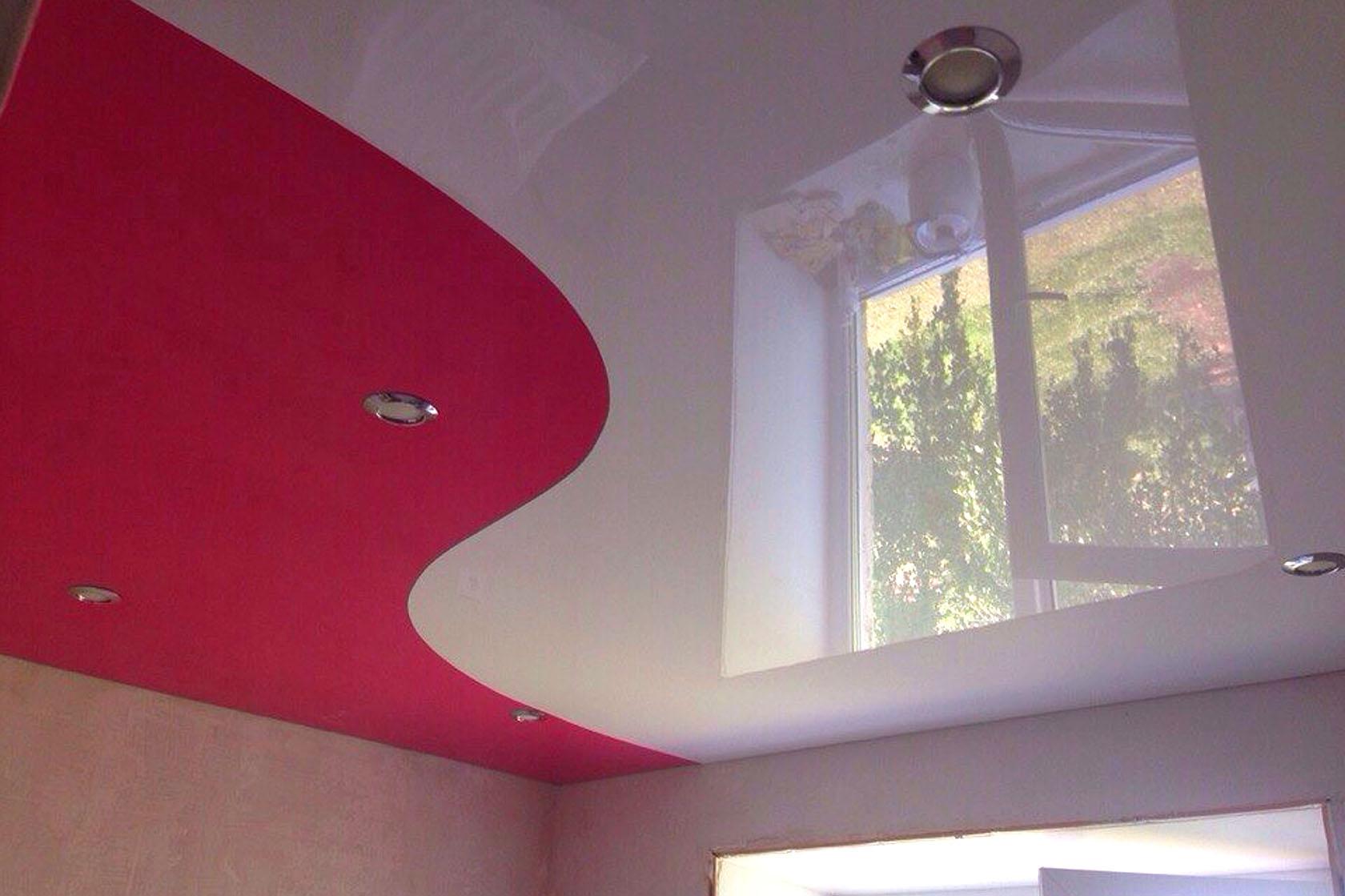 натяжной потолок спайка двух цветов фото тому летиция была